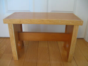 STRONG STURDY VINTAGE HAND-CRAFTED SOLID WOOD FOOTSTOOL