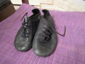Girls black jazz shoes - Size 13  Good condition.