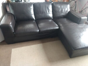 Leather Sectional Sofa / Sofa sectionnel en cuir