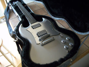 GIBSON LIMITED EDITION PLATINUM SG  (MINT)