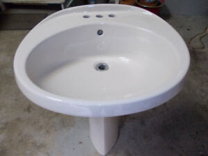 Like new! Ivory colour pedestal sink