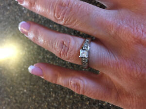 19K White Gold Engagement Ring and Wedding Band