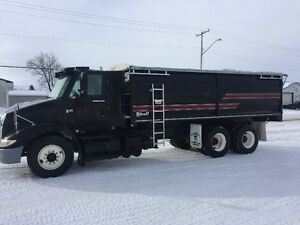 2004 IHC Grain Truck w/ 20ft CIM Grain Box