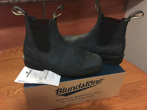 Rustic Black Blundstones - Perfect Condition!