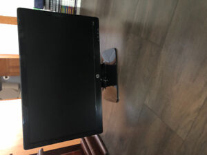 HP computer monitor + mouse and keyboard