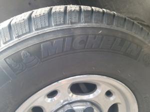 Pneus hiver Michelin 245 75 16