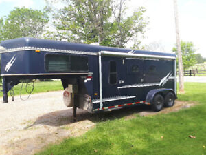 1997 sundowner horse trailer