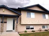 Well maintained Blackfalds Home!