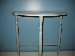 Small table / Petite table