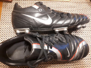 Men's/Youth's Nike Soccer Cleats -size 9
