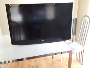 37' LG TV Use in boxes