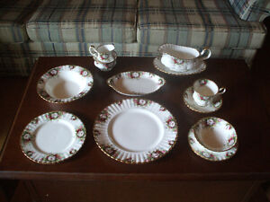 Royal Albert Celebration Bone China 86 pieces 12 settings +++