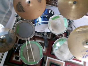 Drum Set - no name with Yamaha Westbury Sabian pcs