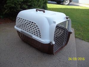 Medium Size Pet Carrier/Travel Cage (Voyageur Dog It)
