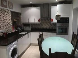 Beautiful Large Watford House Close to M1 & M25 Motorways ALL BILLS INCLUDED