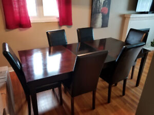 For Sale Dining Room Table and Chairs