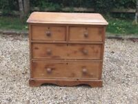 ANTIQUE VICTORIAN PINE CHEST OF DRAWERS.