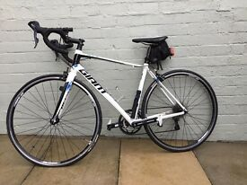 Giant Defy 4 Allux Road Bike with Shimano Clips