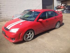 PARTING OUT: 2005 Ford Focus SE (red) London Ontario image 1