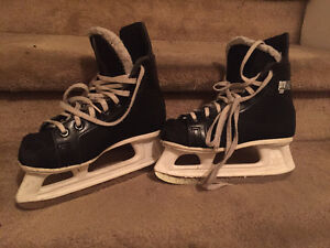 2 Pairs of Kids Skates West Island Greater Montréal image 1