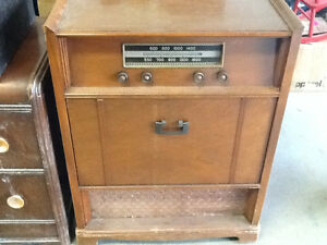 Antique Record Player/Radio c/w cabinet
