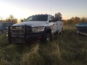 Part out Low Km Dodge 5500 service body
