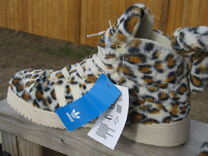 Leopard Skin Patterned Sneakers -NEW- Size 6