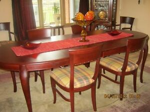 --- Make an offer --- Dinning Room Table & Chairs