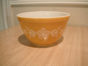 Vintage PYREX Bowl Butterfly gold 401