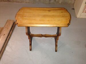 Cute little side table London Ontario image 1