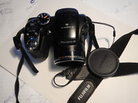 Finepix S, 12 mega pixel, built in fllash