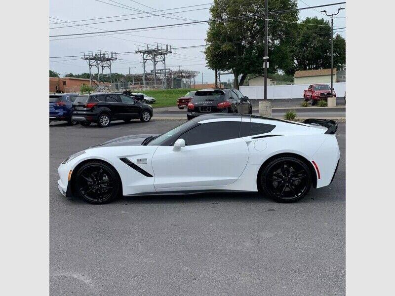 2019 White Chevrolet Corvette  1LT | C7 Corvette Photo 1