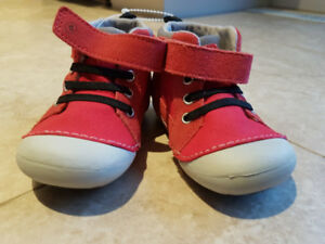 Stride Rite shoes size 5M  - Red (brand new)- Boys