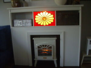 VINTAGE FIREPLACE MANTLE WITH ILLUSION FIREBOX