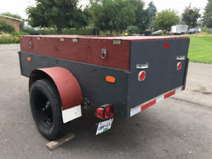 Utility Trailer with hinged cover