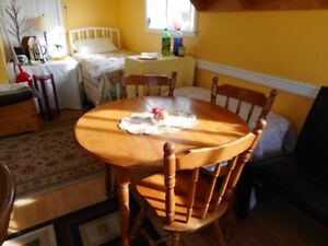table (42 diameter)and 4 chairs, very good condition