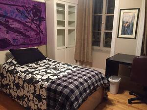 Belle chambre tout compris 400$; idéal pour stagiaire / étudiant