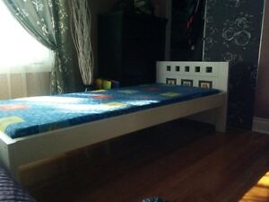 Kids wood bed with mattress