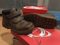 7.5 G width- infant - boys - clarks - brown boots