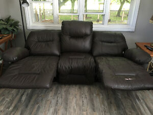 STRATFORD - Real Leather 3 Seater Recliner Stratford Kitchener Area image 2