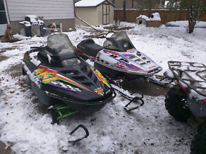 Pair of sleds for 2500