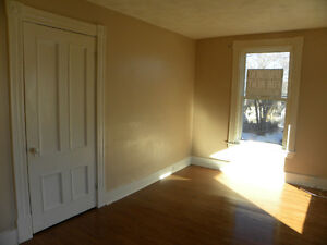 Clean, large 2 bedroom apartment close to downtown