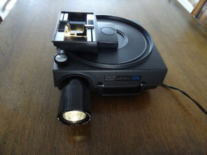 KODAK 850H CAROUSEL SLIDE PROJECTOR WITH ATTACHMENTS