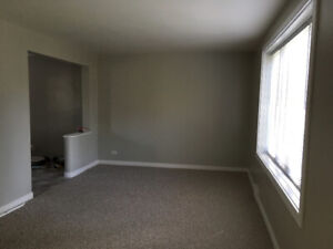 Bright and spacious newly renovated 2 bedroom suite Clifton Ave