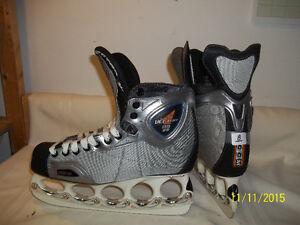 Men's/Senior Size 8 Skates (CCM Vector 11.0ZG) with T-Blades