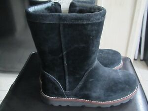 Ladies Ugg Boots size 6; new: REDUCED