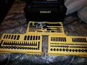 New 235pc Mechanics Tool Set.
