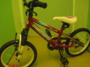 Vélo de fille pour enfant et carosse d enfant