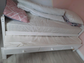 Single bed with pull out trundle bed