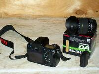 Pentax K-5 + lentille 18-55 + batterie extra + carte mémoire